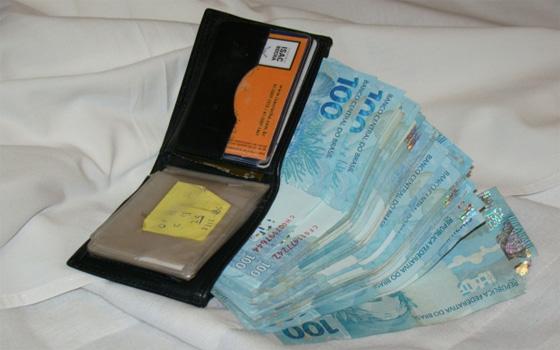 Resultado de imagem para fotos de dinheiro na carteira
